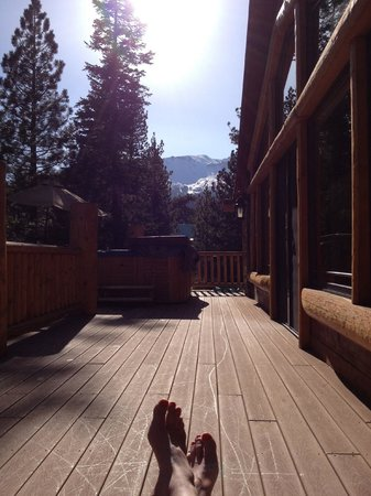 Swiss Chalet Bed and Breakfast Inn : The deck