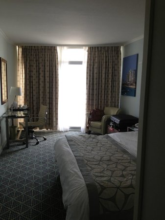 Renaissance Tel Aviv Hotel: bedroom facing balcony
