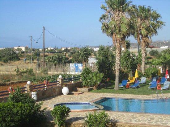 Cretan Family: piscina