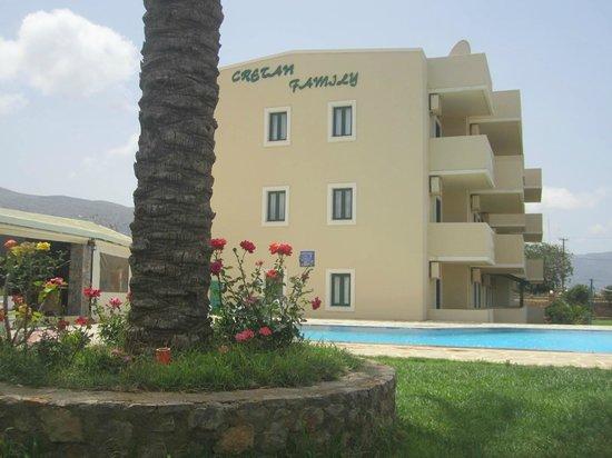 Cretan Family: ingresso dell' hotel