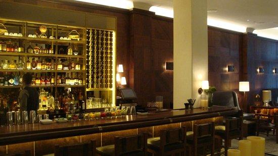Refinery Hotel : The bar