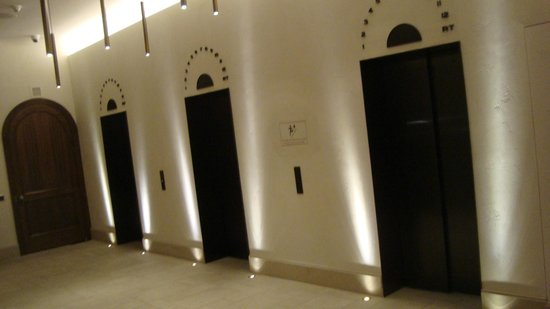 Refinery Hotel : The elevators in the lobby