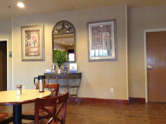 Best Western Plus Denton Inn & Suites: main entry