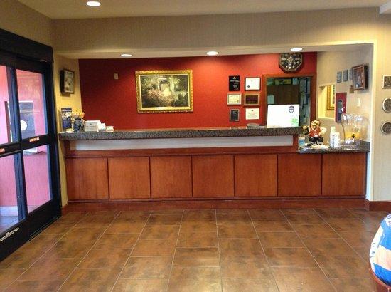 BEST WESTERN PLUS Denton Inn & Suites: check in counter