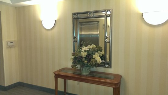 Holiday Inn Hotel & Suites Beckley: Coming off the elevator