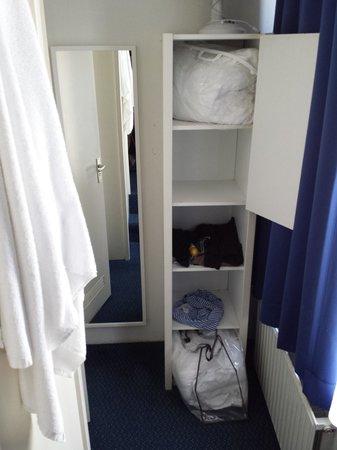 Hotel De Gerstekorrel: Room closet
