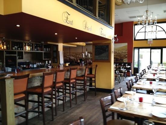Magnone's Italian Kitchen: interior