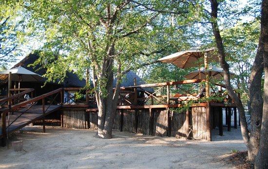 Mankwe Bush Lodge: Mankwe view to pool and reception area