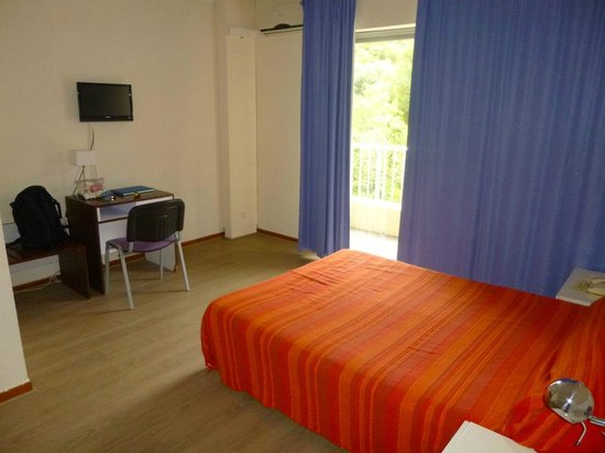 Hotel Sun Beach: spartan bedroom