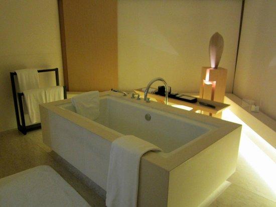 The Upper House: Bath tub