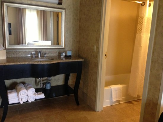 Hampton Inn & Suites Baton Rouge - I-10 East: Bathroom area