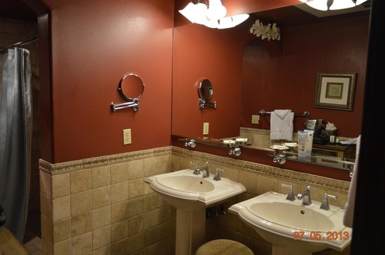 San Luis Creek Lodge: Nice bathroom!