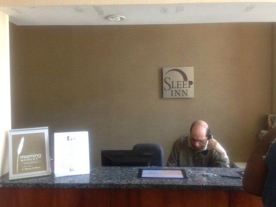 Sleep Inn Brooklyn Downtown: The front desk