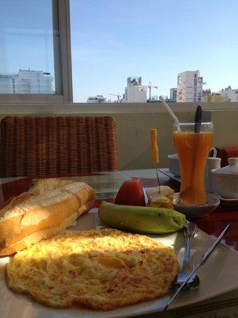 La Suisse Hotel : Rooftop breakfast