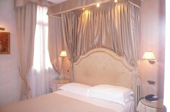 Hotel a La Commedia: onze kamer