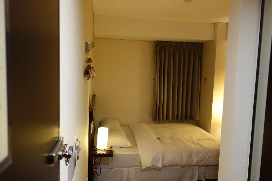 Doulos Hotel: Photo of the room from the door