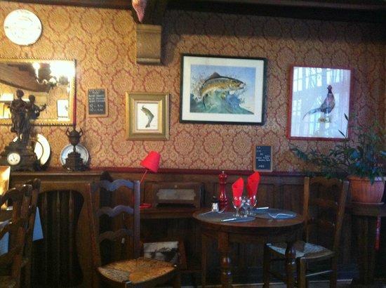 Hôtel des Chevaliers : la décoration de la salle a manger