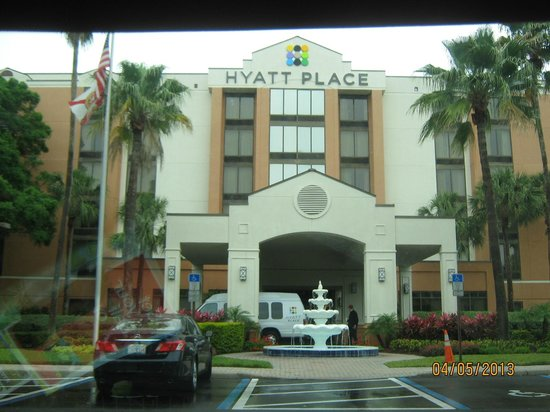 fold out couch, ottoman, sectional - Picture of Hyatt Place Tampa ...