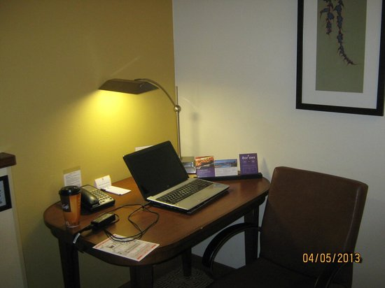Hyatt Place Tampa Airport/Westshore: Small Desk / Office area