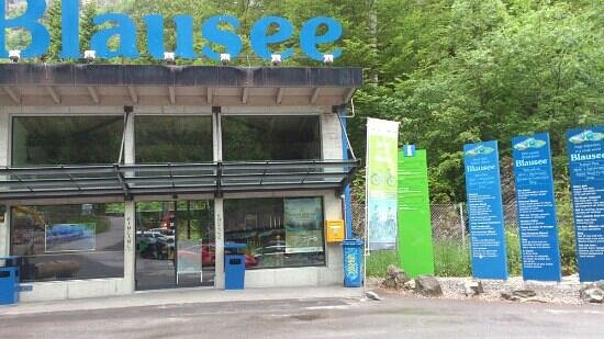 Blausee-Mitholz, Switzerland: Eingang in Naturpark - empfehlenswert!