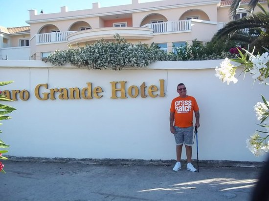 Bitzaro Grande Hotel: Hotel entrance
