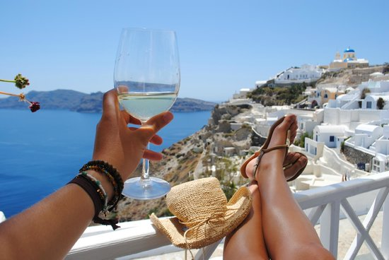 Alexander's Boutique Hotel of Oia: Afternoon wine at Alexander's