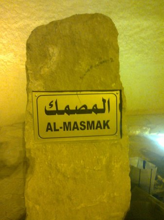 Citadelle de Masmak : Identification stone