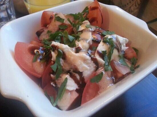 The Wheelwright Inn: Tomato and mozzarella salad