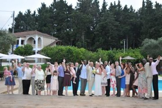 Piscina Pool Bar: Us and our guests by the pool on our wedding renewal ceremony day