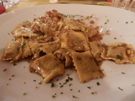 Osteria Al Tagliere: Un primo piatto... la presentazione non è il loro forte!