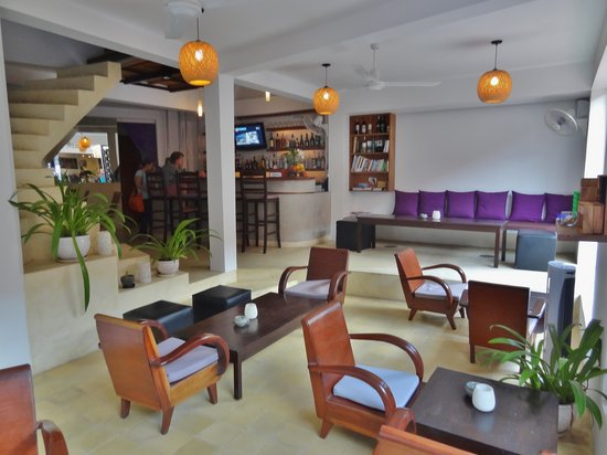 The Purple Mangosteen: bar restaurent lounge