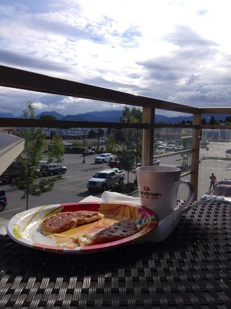 Sandman Hotel & Suites Abbotsford: Breakfast on the balcony