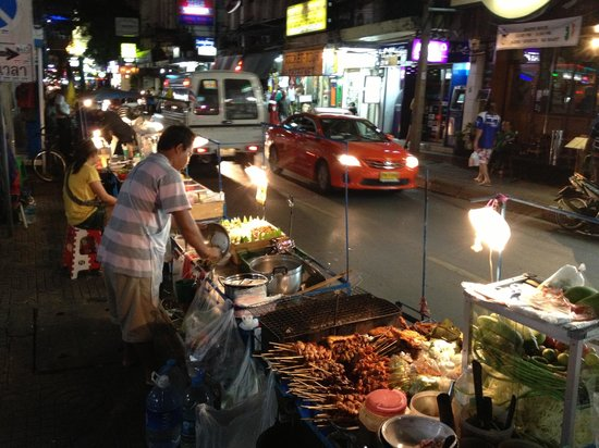 ‪Sukhumvit Soi 38 Night Food Market‬