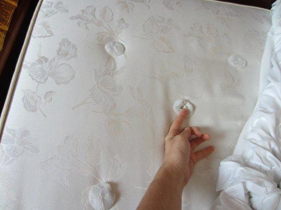 Abacus Hotel: Uncomfortable mattress