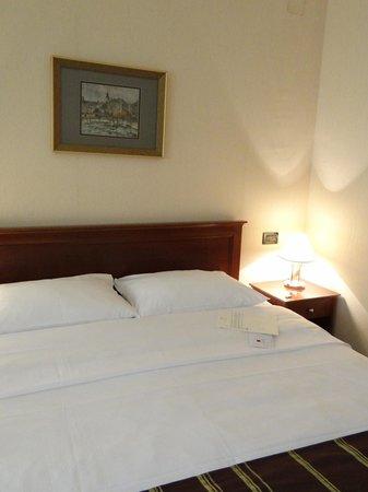 Hotel Dubrovnik: Bed
