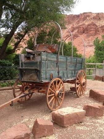 The Lodge At Red River Ranch: wagon