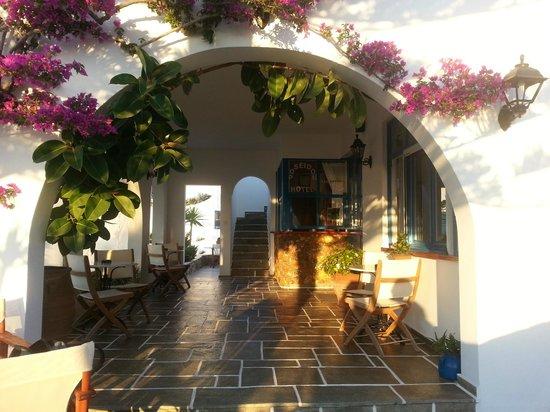 Hotel Poseidon : Main entrance
