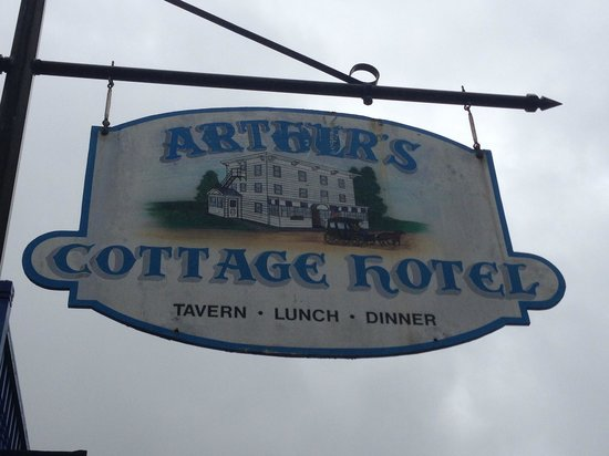 Arthur's : sign in front