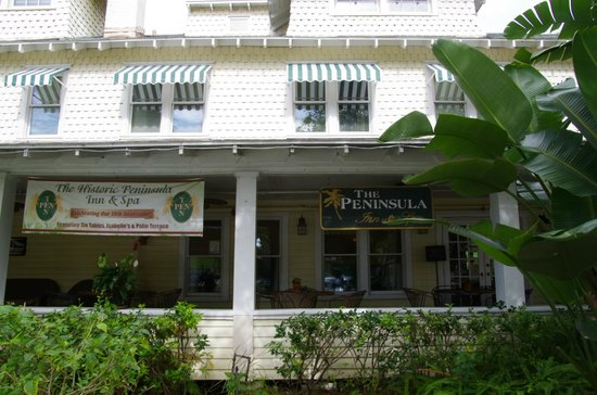 The Historic Peninsula Inn: Front of the Hotel
