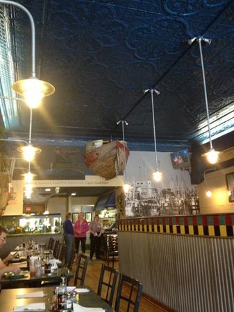 Joey's Seafood and Grill: nice decor and atmosphere