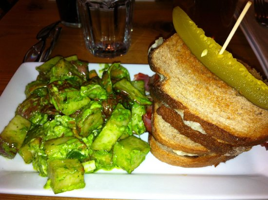 The Bison Restaurant : my sandwich with a generous portion of potato salad