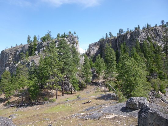 Skaha Bluffs Provincial Park : Trail up