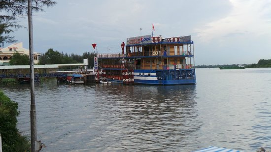 Nam Bo Boutique Hotel: River restaurant and cruise