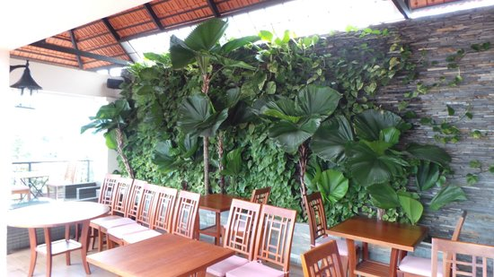 Nam Bo Boutique Hotel: Restaurant wall