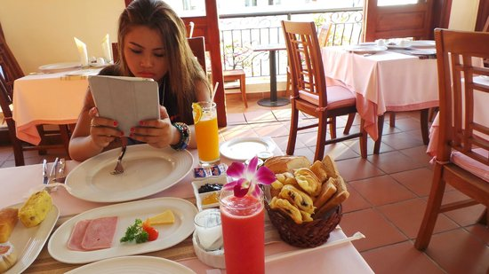 Nam Bo Boutique Hotel: Rooftop Breakfast