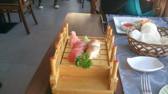 Restaurante Sakura : Présentation des sushis, délicieux!