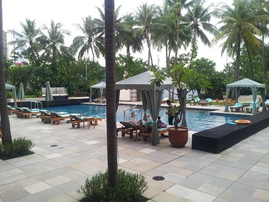 Four Seasons Hotel Jakarta: swimming pool