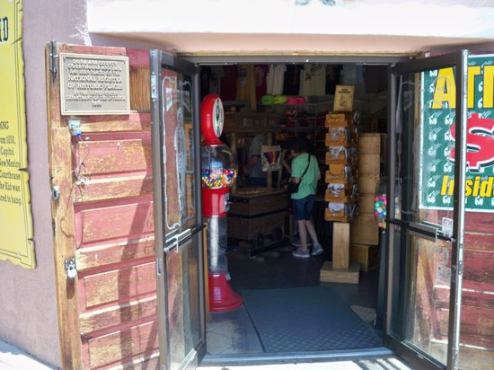 Billy the Kid Gift Shop : Inside