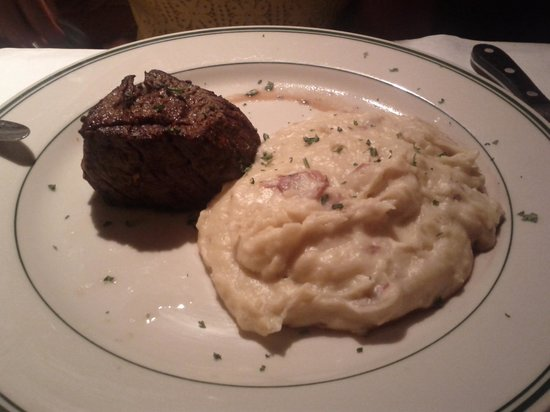 District Chophouse & Brewery: Filet mignon and white cheddar mashed potatoes.