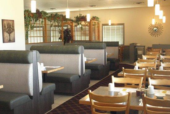 Garden Breeze Restaurant : Comfortable seating options